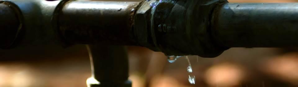 Bij lekkage schakelt u een loodgieter in
